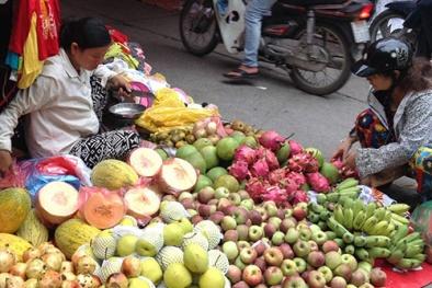 Bí ẩn hóa chất lạ ngâm hoa quả Trung Quốc