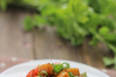 Cách làm món đậu phụ sốt xì dầu đơn giản mà ngon cho bữa tối