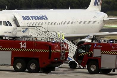 Máy bay hạ cánh khẩn cấp ở Madrid vì nghi hành khách nhiễm Ebola