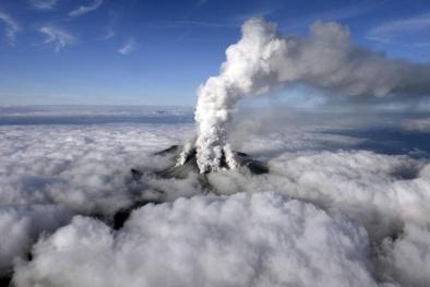 Núi lửa đe dọa nhà máy điện hạt nhân Nhật Bản