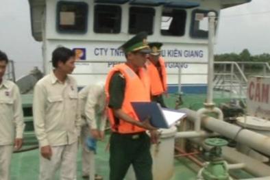 Bắt tàu chở gần 250.000 lít dầu lậu