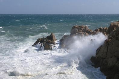 Dự báo thời tiết hôm nay 5/12: Biển động dữ dội do ảnh hưởng của không khí lạnh