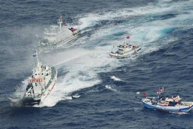 Trung Quốc lại trắng trợn đưa tàu khu trục tới Biển Đông
