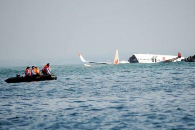 Nhiều máy bay gặp sự cố trong ngày đen tối của hàng không thế giới