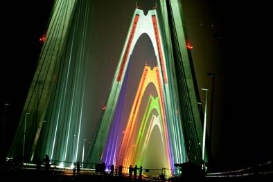 Cầu Nhật Tân sẽ là địa điểm bắn pháo hoa thường xuyên dịp cuối tuần?