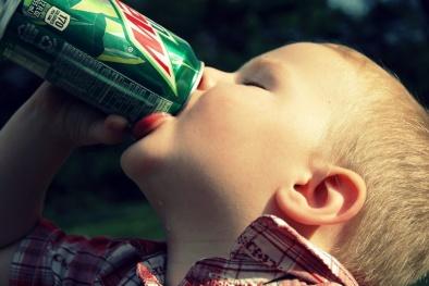 Nguy cơ tim mạch cho trẻ từ nước uống tăng lực