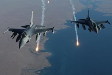 Uy lực 'khủng' của tiêm kích F-16 tham gia không kích IS
