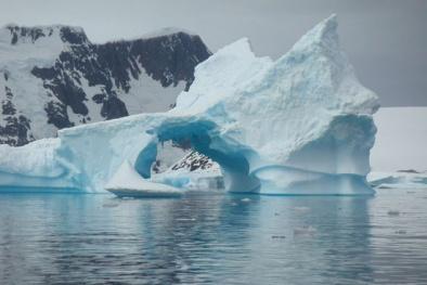 Khám phá băng tan Bắc Cực cùng tàu Hải Quân Hoa Kỳ