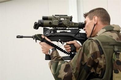 Khám phá súng trường FAMAS bắn nhanh nhất thế giới