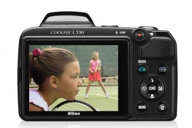 Cặp máy ảnh Nikon và Fujifilm giá rẻ tiện dụng