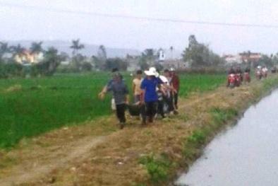 Phát hiện nam thanh niên nằm giữa cánh đồng với nhiều vết thương
