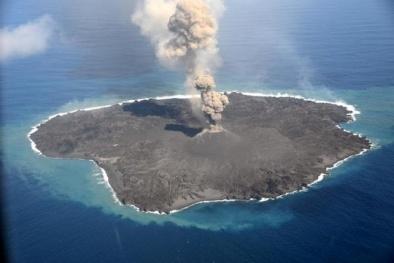 Hòn đảo núi lửa tại Nhật Bản 'lớn nhanh như thổi' chỉ sau 15 tháng