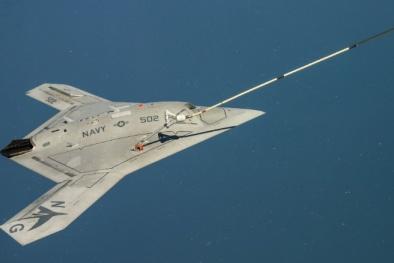 Siêu máy bay chiến đấu không người lái tung cánh trên trời Mỹ