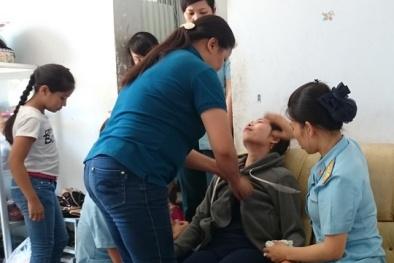 Rơi nước mắt đón thi thể phi công Nguyễn Anh Tú về nhà