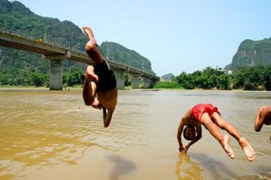 Tắm sông tránh nắng, khó tránh tử thần!