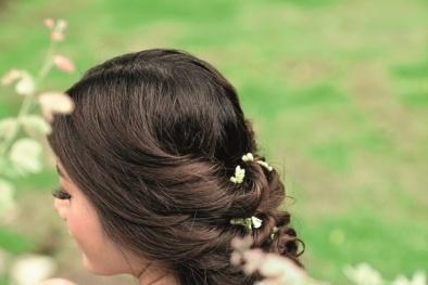 Những kiểu tóc đẹp hút hồn cho cô dâu tỏa sáng ngày hè