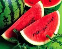 Bốn nhóm người nên hạn chế ăn dưa hấu