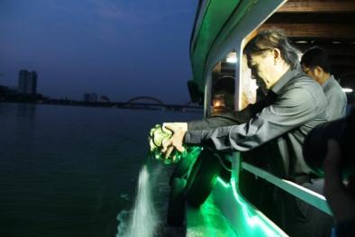 Thả tro cốt nhạc sĩ Phan Huỳnh Điểu xuống sông Hàn