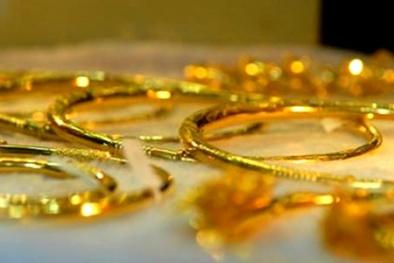 Giá vàng hôm nay 16/7/2015 chạm đáy trong 8 tháng