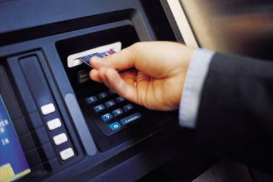 Ngân hàng 'tận thu' phí ATM: Không chấp nhận chỉ còn nước khoá thẻ!