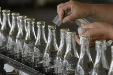 Thu giữ hơn 5.300 chai rượu trộn Viagra Trung Quốc