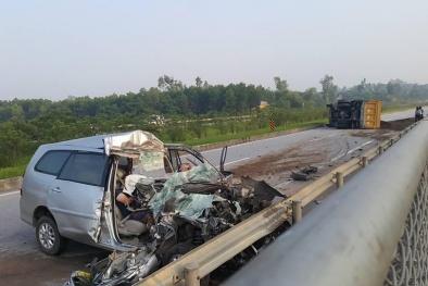 Xe con đâm từ phía sau xe tải nát bét phần đầu, 3 người tử vong tại chỗ