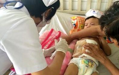 Vụ bé trai 3 tuổi bị đạp vỡ ruột: Khởi tố 'cha dượng'