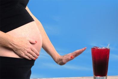 Uống nước ngọt khi mang bầu có thể nguy hiểm cho thai nhi