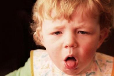Mẹo hay trị ho hiệu quả cho bé khi trời mưa lạnh