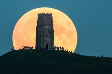 Phát sốt với siêu trăng đẹp mê hồn rực sáng trên khắp thế giới