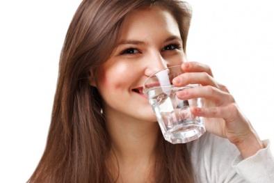 Những kiểu uống nước gây hại cho sức khoẻ