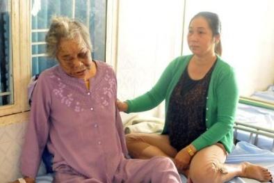 Nghẹn đắng cảnh mẹ già bị con trai hành hung đến nhập viện