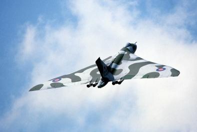'Hỏa thần hạt nhân' Avro Vulcan của Anh bay tạm biệt lần cuối