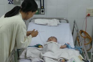 Rơi nước mắt vì bệnh tình của cháu bé bị dao đâm xuyên đầu