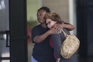 Hoảng loạn phủ bóng hiện trường vụ xả súng kinh hoàng ở Mỹ
