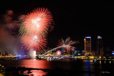 Đà Nẵng lần đầu bắn pháo hoa bên bờ biển mừng Tết Dương lịch 2016