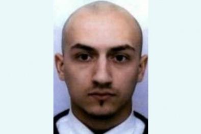 Tấm bia trắng và tang lễ âm thầm của nghi phạm vụ khủng bố Paris