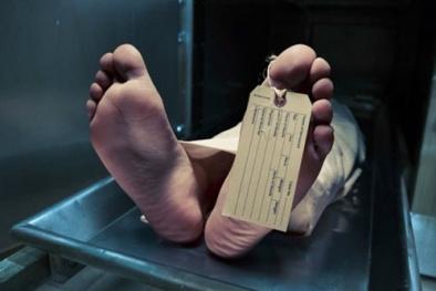 Bảo vệ suýt ngất khi 'xác chết' vùng dậy vì tiếc bữa nhậu dở
