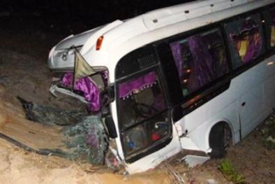 21 hành khách la hét hoảng loạn khi xe khách lao xuống hố sâu
