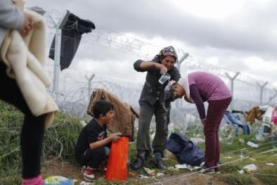 Hy Lạp 'giải cứu' 13.000 người di cư mắc kẹt ở biên giới