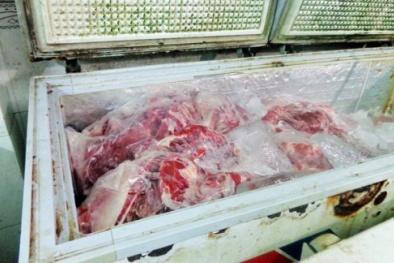 Dùng máu heo để 'phù phép' thịt trâu đông lạnh thành thịt bò