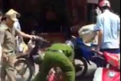 Xuất hiện clip thượng sĩ Công an hạ gục người bán hàng rong giữa Sài Gòn