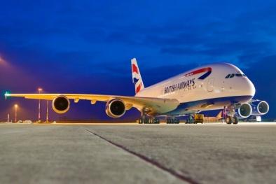 Lần đầu tiên xảy ra tai nạn máy bay chở 137 người va chạm UAV ở Anh