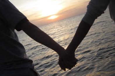 Đôi tình nhân trẻ con rủ nhau nhảy cầu tự sát vì bị 'cấm yêu'