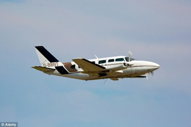 Máy bay suýt đâm nhau vì phi công 'chu đáo' nhặt túi nôn giùm khách