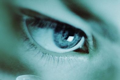 Khám phá loại kính áp tròng có thể quay video chỉ bằng cái... chớp mắt