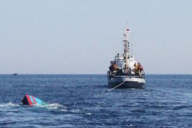 34 ngư dân lao mình xuống sóng biển lạnh lẽo khi bị tàu lạ đâm chìm ở Hoàng Sa