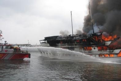 Thông tin mới nhất vụ tàu du lịch cháy rừng rực trên Vịnh Hạ Long