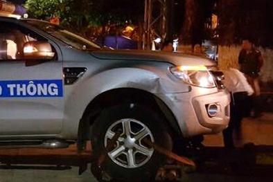Chạy quá tốc độ còn 'điên cuồng' đâm xe cảnh sát giao thông hư hỏng nặng