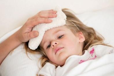 Sai lầm khi hạ sốt cho trẻ: Tử vong như chơi